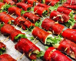 Gegrilde zoete paprika met pesto, ricotta, walnootje & rucola